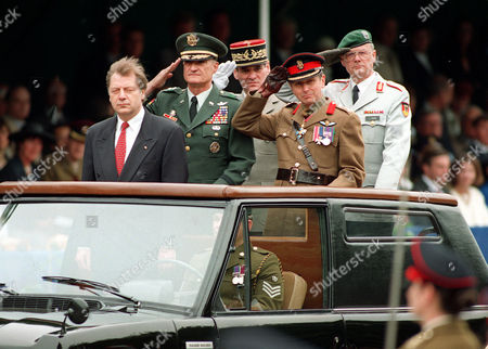 Allied Parade Berlin Mayor Eberhard Diepgen, foreground, Mayor General Walter H. Yates (USA), General Jean Brullard (France), Hasso Freiherr von Uslar-Gleichen (Germany) and Brigadier David Bromhead (Great Britain), from left to right, salute at the beginning of a final Allied Parade at the 17. Juni Strasse in Berlin . About 50,000 Berliners watch the parade to say farewell to the Allies