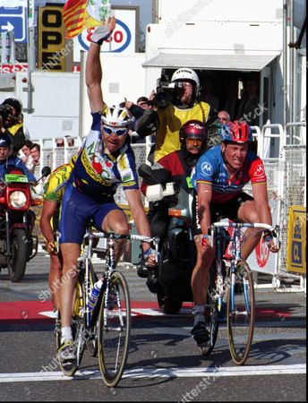 RICHARD ARMSTRONG Pascal Richard of Switzerland, left, outsprints Lance Armstrong of the United States to win Liege-Bastogne-Liege cycling classic in Liege . Hidden by Richard is third placed Mauro Gianetti, also of Switzerland