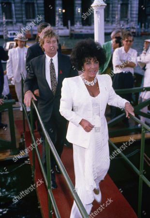 "American movie star Elizabeth Taylor and her husband Larry Fortensky arrive at the ""Art Against AIDS"" gala, at night on in Venice. Taylor expressed dismay at recent reports of an increase in AIDS victims and at the benefit reconfirmed her commitment to combat the disease. The actress was the guest of honor at the benefit organized by her research foundation on the eve of the opening of the Venice Biennale art show"