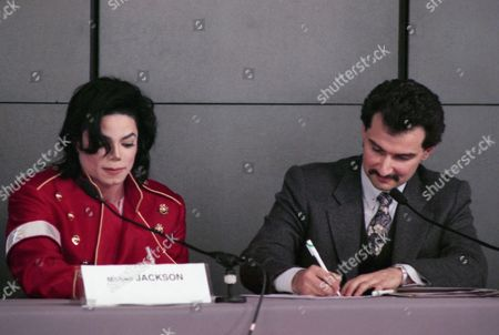 "US pop star Michael Jackson and Saudi Prince Al-Waleed Bin Talal Bin Abdulaziz Al Saud, right, sign agreements to form a new joint venture called ""Kingdom Entertainment"" in Paris, France, on"