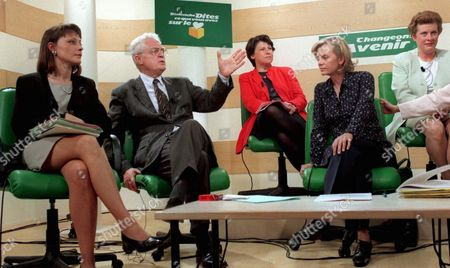 GUILLAUME French Socialist Party leader Lionel Jospin, second from left, is surrounded by leading women of his party during a meeting in Paris, for the upcoming legislative election campaign. From left are Sylvie Guillaume, Martine Aubry, Elizabeth Guigou and Catherine Trautmann. Placard at top reads: On Sunday, Speak Your Heart