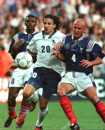 DESAILLY Italy's striker Alessandro Del Piero (20), dribbles past France's defenders Franck Leboeuf, right, and Marcel Desailly during their match for the four-nation Tournoi de France at the Parc des Princes stadium in Paris