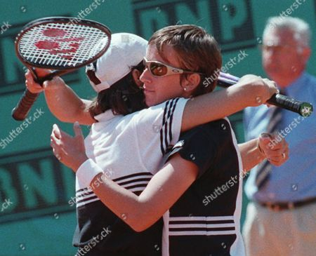 FERNANDEZ ZVEREVA Natasha Zvereva of Bulgaria, right, hugs Gigi Fernandez of the USA after defeating the American pair Mary-Joe Fernandez and Lisa Raymond in the final of the women's double of the French Open tennis tournament in Paris . Zvereva-Fernandez won 6-2, 6-3