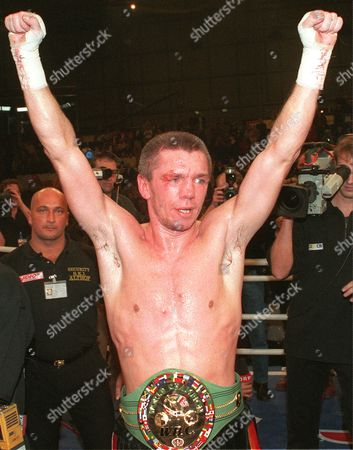 """ROCCHIGIANI NUNN German boxer Graciano Rocchigiani raises his arms after winning the vacant light heavyweight WBC championship boxing title versus American boxer Michael Nunn, Los Angeles, in the """"Max-Schmeling-Sporthalle"""" in Berlin, Germany, Saturday night, . Rocchigiani won on points after 12 rounds"""