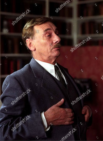 'Poirot' The Hollow  TV - 2004 - Tom Georgeson as Inspector Grange.