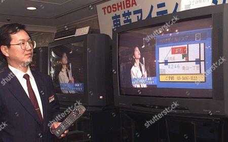 TV Osamu Shimano Toshiba Corporation employee demonstrates