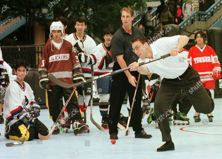 LINDEN SCATCHARD Trevor Linden, right, and Dave Scatchard, 2nd right, of Vancouver Canucks show an example of a slap shot before Japanese college ice hockey team members during a hockey clinic to teach them professional skills at Yoyogi Olympic stadium . Canucks will play one of the NHL seasons' matchs against Anaheim Mighty Ducks scheduled for Oct. 4 and 5