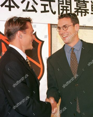 SELANNE, LINDEN Anaheim Mighty Ducks' Teemu Selanne, left, shakes hands with Vancouver Canucks' Trevor Linden at the end of a Tokyo news conference . The two National Hockey League teams will open their seasons this weekend in Tokyo, the NHL's first-ever regular season games to be held outside North America