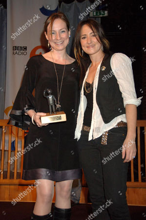 Julie Fowlis presented with  Folk Singer of the Year Award by KT Tunstall