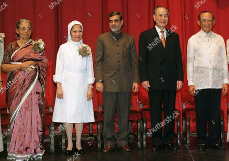AWARDEES Philippine President Fidel Ramos, far right, poses with the awardees of the 1997 Ramon Magsaysay Award during the awarding ceremony in Manila. The awardees are, from left: Mahasweta Devi of India (Journalism, Literature and Creative Communication Arts), Sister Eva Fidela Maamo of the Philippines, SPC (Community Leadership), Mahesh Chander Mehta of India (Public Service) and Anand Panyarachun of Thailand (Government Service). The Ramon Magsaysay Foundation recognizes and honors individuals and organizations in Asia who have achieved distinction in their respective fields and who have helped generously without anticipating public recognition