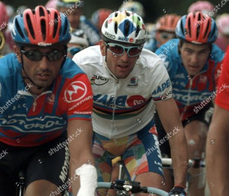 OLANO VANZELLA AMDREU Reigning world champion Abraham Olano of Spain, center, is framed by Motorola teammates Flavio Vanzella of Italy, left, and Frankie Andreu of the USA as they ride in the pack during the 4th stage of the Tour de France cycling race between Soissons and the Madine lake, eastern France