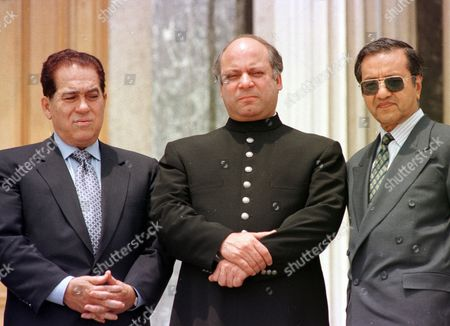 GANZOURI SHARIF MAHATHIR Prime Minister of Egypt Kamal Ganzouri, left, Prime Minister Nawaz Sharif of Pakistan, center, and Mahathir Bin Mohamad of Malaysia, right, stand for a group photo at the balcony of historical Ciragan Palace in Istanbul, Turkey, after leaders of eight Muslim nations founded D-8, an economic organization