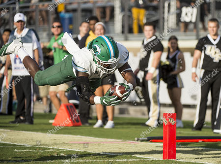 Orlando, FL, U.S: Tulane Green Wave running back Dontrell Hilliard (26) dives for the goal for a touch down during 1st half NCAA football game at Bright House Networks Stadium in Orlando, Fl