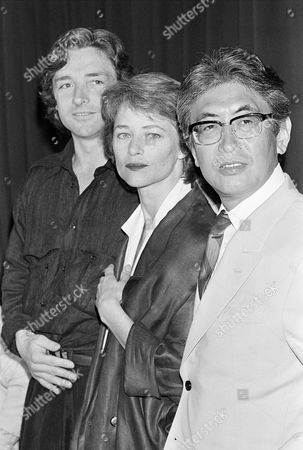 """Charlotte Rampling, Anthony Higgins, Nagisa Oshima Japanese film director Nagisa Oshima, right, who's film """"Max My Love"""" is in competition during the 39th Film Festival in Cannes, France on . Center is British actress Charlotte Rampling and left is British actor Anthony Higgins"""