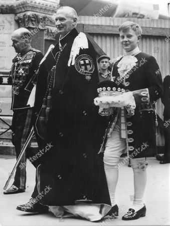 BERNARD MONTGOMERY; NICHOLAS WRIGHT British General Bernard Montgomery, center, is seen with his footboy, Nicholas Wright, right, during the dress rehearsal at the Westminster Abbey, London, England for the coronation of Elizabeth II. The ceremony will be held here on June 2, 1953. (AP Photo/Str) ---- Der britische General General Bernard L. Montgomery, Mitte, mit seinem Pagen Nicholas Wright, rechts, bei der Generalprobe am 29. Mai 1953, fue?r die Kroenung von Elizabeth II in der Westminster Abtei, London, England, am 2. Juni, 1953