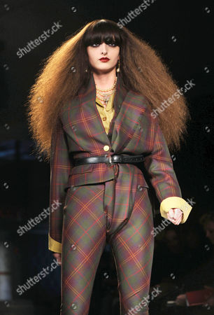 Stock Picture of Amanda Lopes on Catwalk