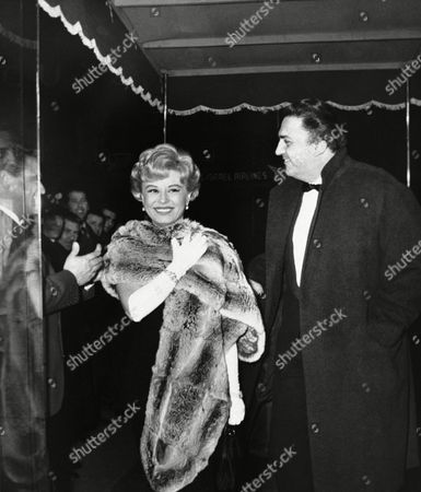 "Italian movie director Federico Fellini and his wife, film star Giulietta Masina, arrive at a fashionable Rome movie theatre on for the premiere of a new Italian picture, ""La Dolce Vita"" (The sweet life), directed by Fellini and starring American actor Lex Barker, one time Tarzan of the films, and Swedish born actress Anita Ekberg"