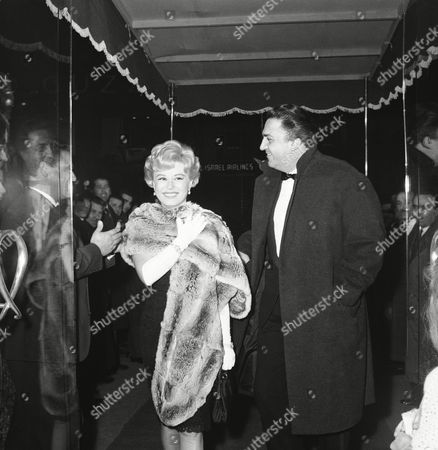 "Italian movie director Federico Fellini and his wife, film star Giulietta Masina, arrive at a fashionable Rome movie theatre, for the premiere of a new Italian picture, ""La Dolce Vita"" (The sweet Life), directed by Fellini and starring American actor Lex Barker, one time Tarzan of the films, and Swedish born actress Anita Ekberg"