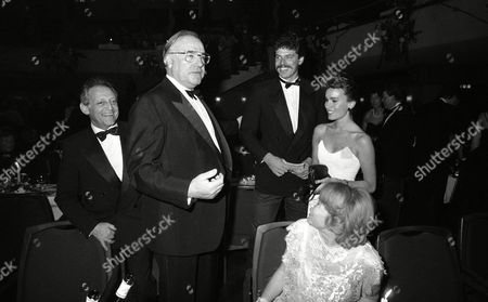 Hans Rosenthal; Helmut Kohl; Juergen Hingsen; Jeanne; Traudel Rosentha German chancellor Helmut Kohl, second from left, meets German TV host and entertainer Hans Rosenthal, left, and his wife Traudl, seated in front, and German decathlete Juergen Hingsen and his wife Jeanne, right, on at the Federal Press Ball at the Beethovenhalle in Bonn, Germany