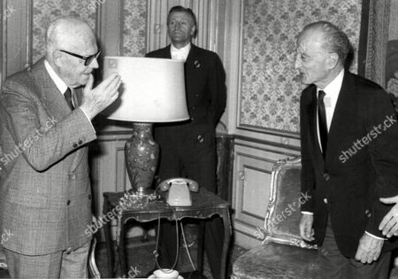 "SANDRO PERTINI; FRED ZINNEMANN Italian President Sandro Pertini, left, chats with Austrian born U.S. movie director Fred Zinnemann, during their meeting in the Quirinale Palace, in Rome, Italy, . Zinnemann is in Italy to present his latest film ""Five Days one Summer"