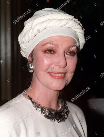 YOUNG Loretta Young appears in a September 1986 photo. Young, whose acting career extended from silent movies to television and included an Academy Award for best actress in ''The Farmer's Daughter,'' died, of ovarian cancer, her longtime agent and friend Norman Brokaw said. She was 87