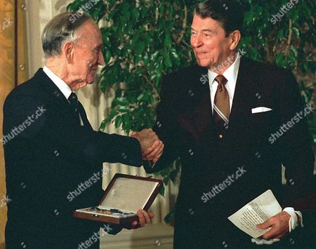 MIKE MANSFIELD President Ronald Reagan shakes hands with former Ambassador to Japan Mike Mansfield, left, after giving him the Presidential Medal of Freedom at a White House luncheon on Jan 19, 1989. Mansfield, who rose untutored from the mines of Montana to become the longest-serving majority leader in Senate history, died . He was 98