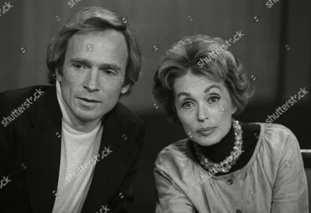 "German actress and writer Lilli Palmer (Lilli Maria Peiser), right, is pictured with U.S. American show master Dick Cavett, during a production for ""The Dick Cavett Show"" at the broadcasting station ""Sender Freies Berlin"" (broadcasting station Free Berlin) in West Berlin, West Germany"