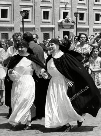 Eawatchf AP I VAT APHSM POPE PAUL VI Two nuns, somewhat hindered by their long skirts, run across St. Peter's Square excited at the news of the election of a new Pope who a few moments later was announced to be the former Giovanni Battista Cardinal Montini, Archbishop of Milan, who took the name of Pope Paul VI