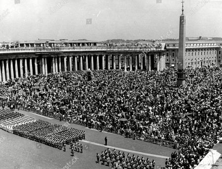 "Eawatchf AP I VAT APHSM POPE PAUL VI General view of Saint Peter's Square, packed with people about noon when the Roman Catholic Cardinals, assembled in Conclave, had elected Giovanni Battista Montini, Archbishop of Milan, the successor of Pope John XXIII, under the name of Pope Paul VI. In foreground are lined up detachments of the Italian armed forces. All are waiting for the new Pope to appear on the central balcony of Saint Peter's Basilica, to impart his first blessing ""Urbi et Orbi"" (Over the City of Rome and Over the World"