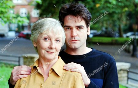 Maureen O'Brien and Mark Aiken in 'The Blind Date'