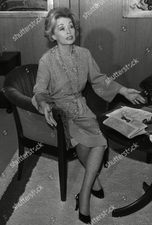 German actress and writer Lilli Palmer (Lilli Maria Peiser) gestures with her hands during her meeting with West German Chancellor Helmut Schmidt in Bonn, West Germany, where she made a TV interview with Schmidt