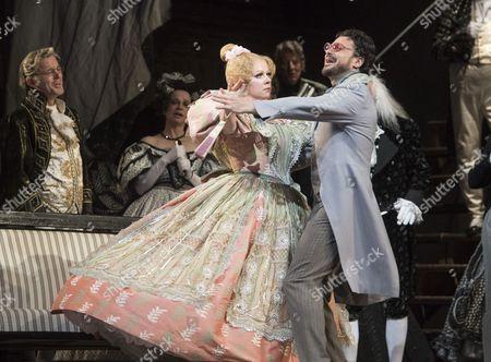 Sofia Fomina as Olympia, Vittorio Grigolo as Hoffmann,