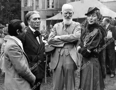 "George Bernard Shaw, Morris Gest, S. I. Hsiung, Wendy Hiller The playwright George Bernard Shaw, whose eightieth birthday was celebrated with a special performance of his ""Saint Joan,"" in which Wendy Hiller, right took the leading role, talking to Morris Gest and S. I. Hsiung, the author of ""Lady Precious Stream"" at the Malvern Festival in England"
