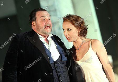 Nadja Michael (Salome) and Thomas Moser (Herod)