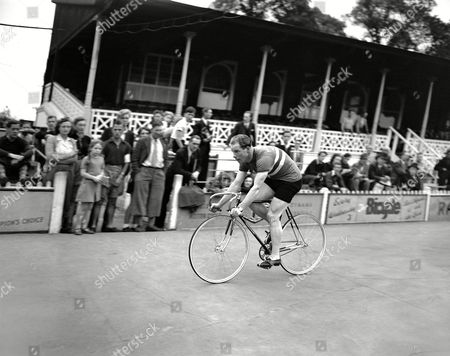 Reg Harris Reg Harris, British world amateur sprint cyclist champion, seen on his racing machine, on the Olympic cycling tracks at Herne Hill Velodrome in London, United Kingdom, on . Harris was later dropped from the British Olympic team by the organizing committee of the national cyclists' union for refusing to train at the Olympic quarters. He complained of conditions at the camp and returned to his home in Manchester. He stated that he had been invited to attend a meeting of the national cyclists' union committee to explain his case at night