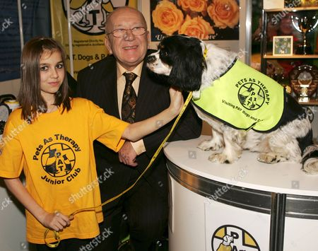 Roy Barraclough on the Pets as Therapy stand which he has surported for some years.