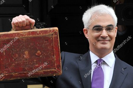 Chancellor Alistair Darling is joined by Chief Secretary to the Treasury, Yvette Cooper, Financial Secretary to the Treasury, Jane Kennedy and Exchequer Secretary to the Treasury, Angela Eagle, 11 Downing Street, London, ahead of today's budget speech.