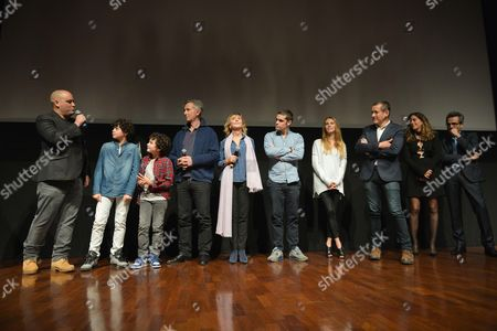 Team of the film: Jerome Commandeur screenwriter, the children, Thierry Lhermitte, Marie-Anne Chazel, Arthur Dupont, Alicia Endemann, actors of the film, Dany Boon and his wife Yael, line producers and the film producer