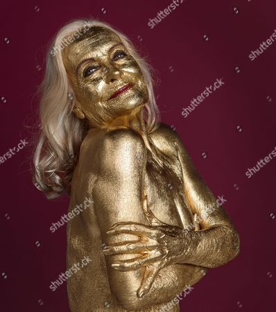 Editorial picture of The Original Goldfinger Actress Shirley Eaton (76)yrs Re-enacts Her Life Cover Pose For The Daily Mail. Picture By Andy Hooper.