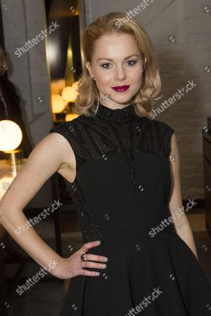 Amy Lennox (Elly)