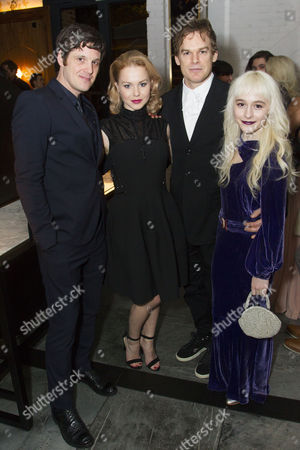 Michael Esper (Valentine), Amy Lennox (Elly), Michael C Hall (Thomas Jerome Newton) and Sophia Anne Caruso (Girl)