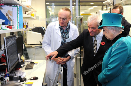 Senior scientist Aengus Stewart (left) and Paul Nurse show Queen Elizabeth II, a genome data display during her visit to officially open the Francis Crick Institute