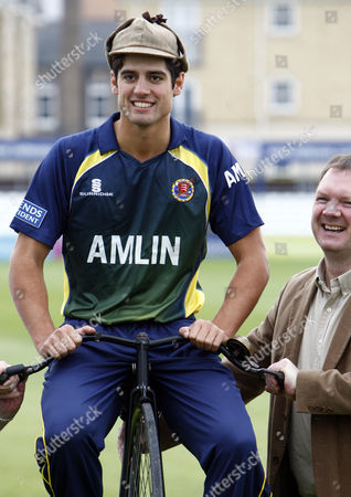 Cricket - Division One - Essex County Cricket Photo Call Alastair Cook of Essex County Cricket with Lloyd Scott at The Ford County Ground Chelmsford