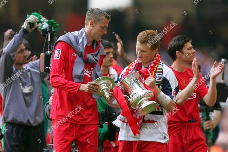 PETER CROUCH and JOHN ARNE RIISE ( LIVERPOOL ) WITH TROPHY West Ham v Liverpool F A Cup Final at Millennium Stadium Cardiff Wales 13/05/2006