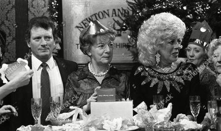 Coronation Street Dec 1987 P521 Hilda Ogden's farewell to Coronation street Christmas day 1987 Johnny Briggs (as Mike Baldwin) Jean Alexander (as Hilda Ogden) Elizabeth Dawn (as Vera Duckworth) Julie Goodyear (as Bet Lynch) Barbara Knox (as Rita Fairclough)