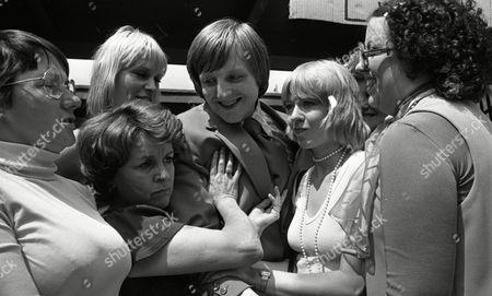 Coronation Street Jan 1978 G837 Lynne Perrie (as Ivy Tilsley) Lawrence Mullin (as Steve Fisher) and Cast Members