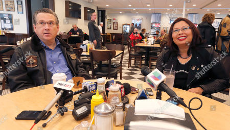 Mark Kirk, Tammy Duckworth Sen Mark Kirk, R-Ill., left, and Sen.-elect Tammy Duckworth, D-Ill., take reporter's questions at a local deli, in Chicago. It was their first meeting since she defeated the incumbent Kirk in Tuesday's election