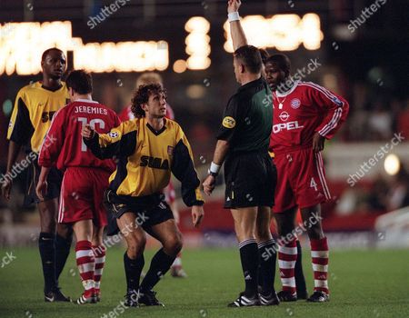 Gilles Grimandi is shown the yello card by referee Stefano Braschi Arsenal 2:2 Bayern Munich UEFA Champions League Group C 5/12/2000 Great Britain London