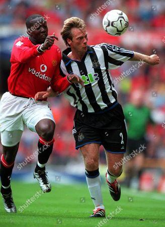 Warren Barton (Newcastle United) Dwight Yorke (Manchester United) Manchester United 2:0 Newcastle United 20/8/2000 Great Britain London