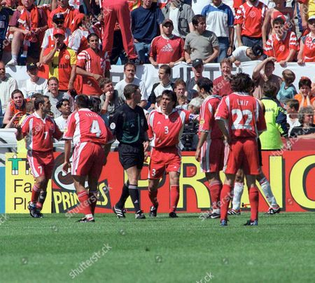 Referee Hugh Dallas is surrounded by Turkish Players after giving Italy a contraversial Penalty kick 11/6/2000 Italy v Turkey Holland Arnhem